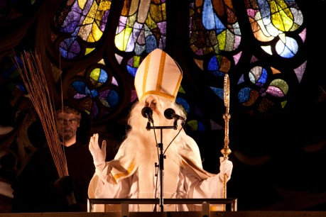 Discours du Grand Saint Nicolas du haut du balcon de sa cathédrale