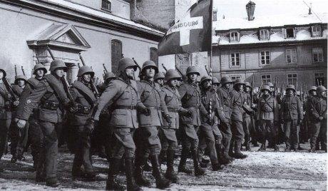 10 février 1943, le régiment d'infanterie 7 défile à la place Notre-Dame