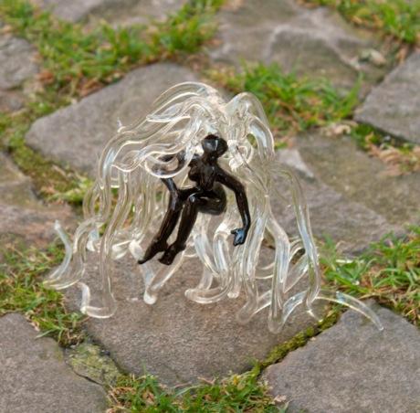 Sonja Bischofberger offre une sculpture de verre