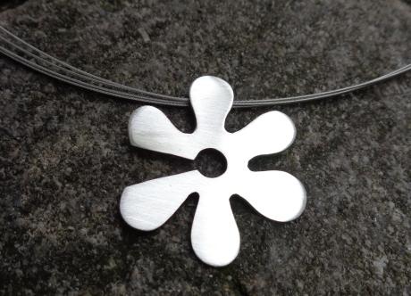 Artibule vous offre un bijoux de Anne-Carole Rueger Ducret.