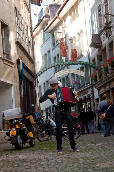 Oskar Coursin et son accordéon/Photo Luca Barbieri