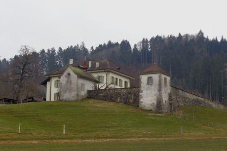 Le domaine du Brunnenberg à l'entrée de Tavel