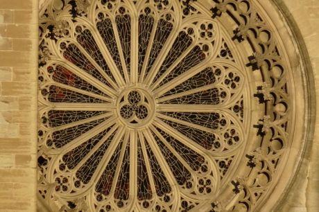 Le Bourg gothique, rosace de la Cathédrale