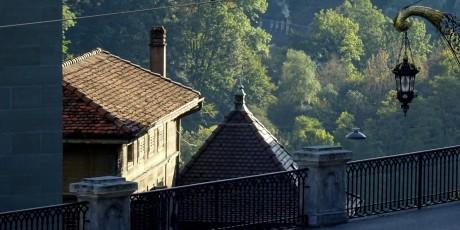 Le bas de la Route des Alpes, Coutellerie et enseigne de Roger Monney